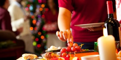 holiday-snacking-1c98b20df7048eff4c4bf3755f379b0124b729d1-s900-c85